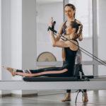 Nuestra disciplina te ayuda a combatir los problemas derivados de una mala postura continuada. ¡Hoy hablamos de Pilates para combatir las contracturas!